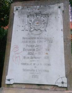 Estatua de Juan Mora Fernández en la Plaza que lleva su nombre en San José.